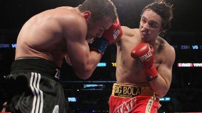 Julio Cesar Chavez Jr. derrotó al alemán Sebastian Zbik para quedarse con el cinturón de campeón de peso mediano y poner su nombre en la historia.