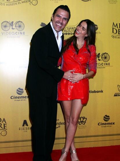 Claudia Álvarez asistió con su esposo, el productor Billy Rovzar, a la premier de la película 'Mentada de padre'.
