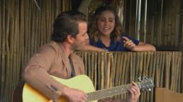 Victoria canta para Andrés