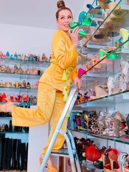 Tras comprar un lujoso departamento, Thalía impacta en Tik Tok al presumir su enorme clóset, el cual afirman parece una tienda de ropa