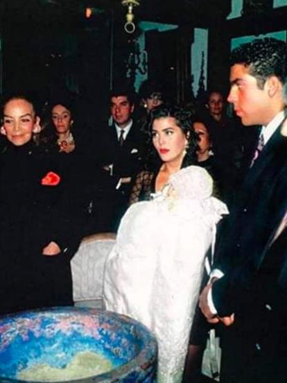 Frida Sofía Moctezuma Guzmán nació el 13 de marzo de 1992 en la Ciudad de México, fruto de la relación entre la cantante Alejandra Guzmán y el empresario Pablo Moctezuma.