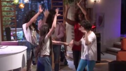 Rosario enseña a sus pequeñas a bailar Flamenco