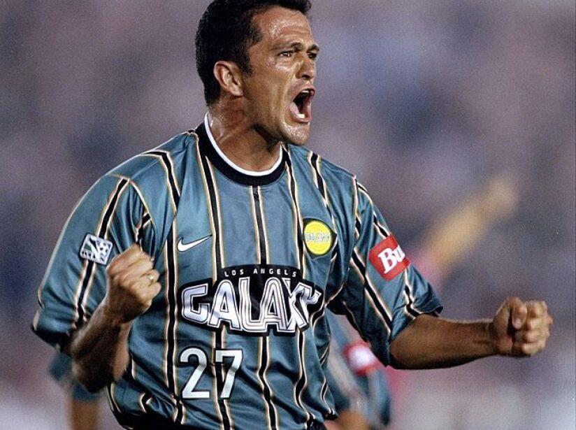 Carlos Hermosillo #27