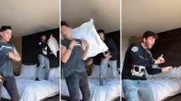 Sebastián Yatra le dio un almohadazo tan fuerte a Kunno que lo tumbó de un solo golpe