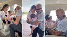 Gianluca Vacchi y Sharon Fonseca comparten el primer viaje en avión de su bebita