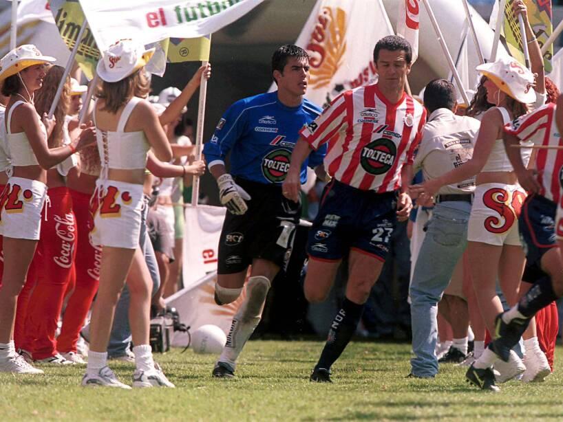 1 Carlos Hermosillo CHIVAS (1).jpg