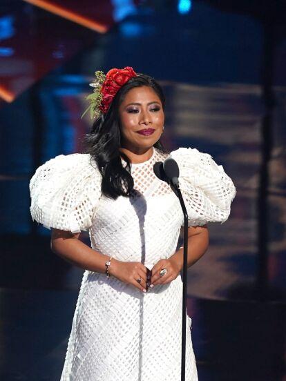Yaritza Aparicio logró causar sensación como conductora del Latin Grammy celebrado este jueves 19 de noviembre en AmericanAirlines Arena de Miami, no solo porque significó su debut en una premiación tan importante como esta, sino por los looks que presentó a lo largo de la noche.