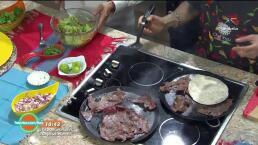 Cecina casera con guacamole y chapulines