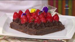 Postre: ¡Bizcocho de chocolate y fresas!