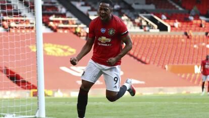 El Manchester United destroza al Sheffield 3-0 con hat-trick de Martial en Old Trafford y se aferra a puestos europeos.