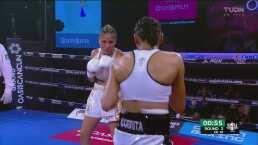 ¡No luce cómoda la 'Barby' Juárez! A la campeona le cuesta el duelo