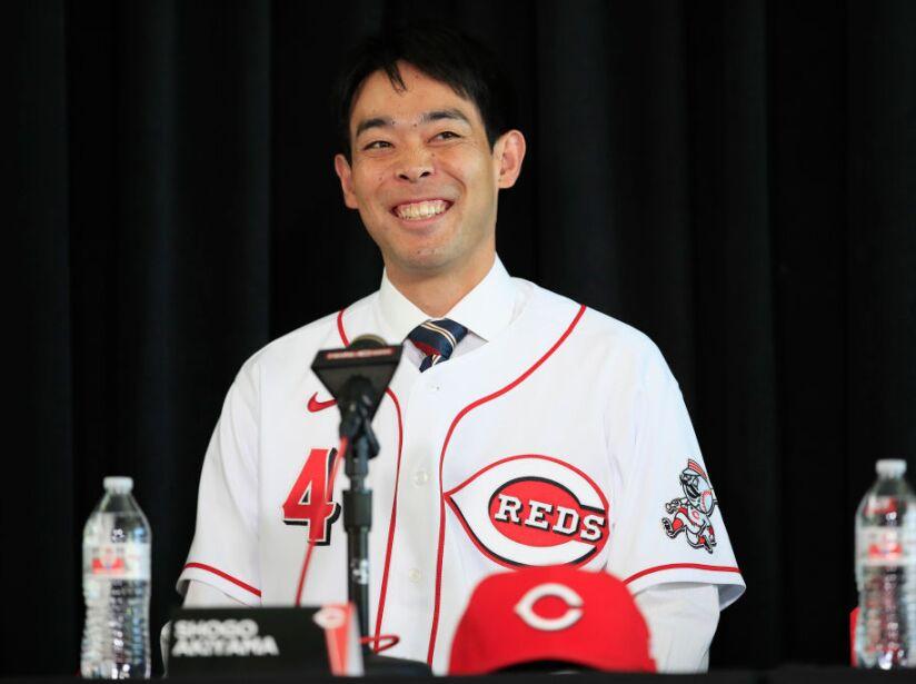 Es el primer japonés en los Cincinnati Reds. Firmó por tres años y 21 millones de dólares.