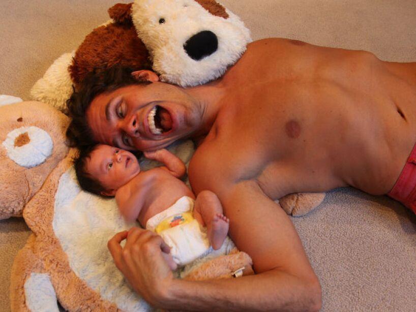 3. Perez Hilton: En 2013 sorprendió con la noticia de que se había convertido en padre de un niño, Mario Lavandeira.