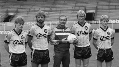 El Borussia Dortmund encabeza este recuerdo, pues goleó 11-1 a Arminia Bielefeld en la temporada 1982-83. El BVB anotó 10 goles en 45 minutos.