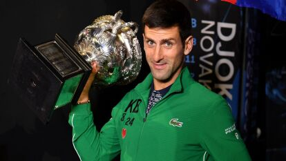 Con una gran remontada, Djokovic vence al austriaco Dominic Thiem con parciales de 6-4 / 4-6 / 2-6 / 6-3 / 6-4 y, por octava ocasión, se lleva el Australian Open y vuelve a ser el número uno.