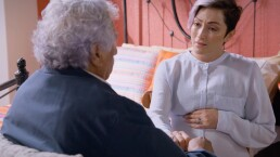 Eugenio le confiesa a Daniela que tiene Alzhimer