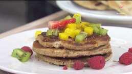 Aprende a preparar Hot cakes, waffles con frutas y una infusión para reforzar tu sistema inmune en esta cuarentena