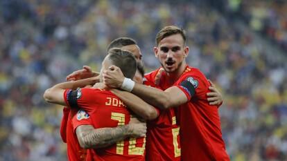 España venció a Rumania 2-1 en Bucarest gracias a los goles de Paco Alcácer y Sergio Ramos. Para los rumanos descontó Florin Andone, que pasó gran parte de su carrera en el país ibérico.