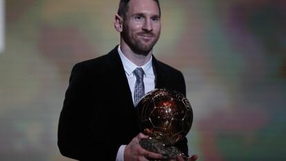 Lionel Messi se lleva el Balón de Oro 2019 y se convierte en el futbolista más galardonado de la historia con este trofeo, después de cuatro años.