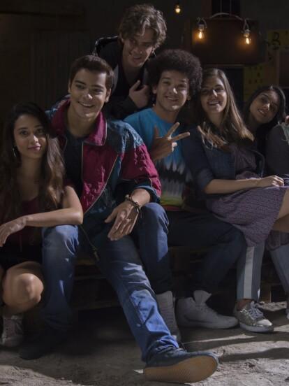 """Polo Morín, Renata Vaca y el elenco juvenil se mostraron felices de participar en """"La reina soy yo"""". Aquí te dejamos imágenes exclusivas de las grabaciones."""