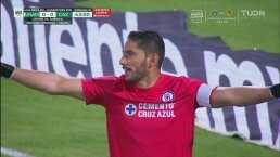 'Piojo' Alvarado no concreta y luego Corona evita el gol de Pumas