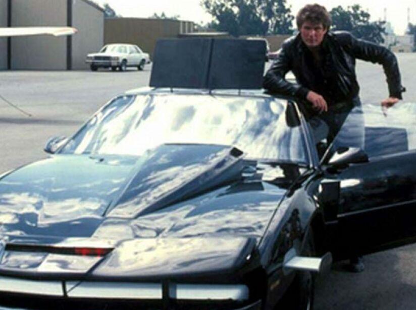 10. Kitt de El Auto Fantástico: David Hasselhoff conduce un coche inteligente, alcanzando fama y fortuna.