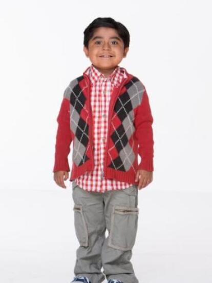 La segunda temporada de Pequeños Gigantes se estrenó en 2012, causando revuelo entre los televidentes, ya que los niños enternecieron con su simpatía y talento. El escuadrón ganador fue el comandado por Rogelio Cruz Téllez, quien ahora luce como todo un adolescente.