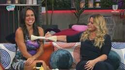 Sexóloga pone 'nerviosa' a Paola Rojas con un juguete sexual y le saca una carcajada