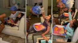 Mira cómo el esposo de Jacky Bracamontes hace de todo para divertir a sus hijas