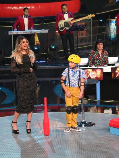 En esta emisión de Pequeños Gigantes, los cantantes se enfrentaron a pruebas de destreza mientras interpretaban famosas canciones.