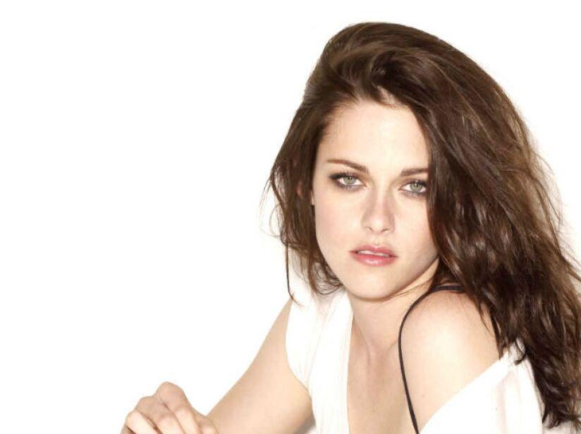 En 2012 se convirtió en la actriz mejor pagada y más rentable de Hollywood, según la Revista Forbes.