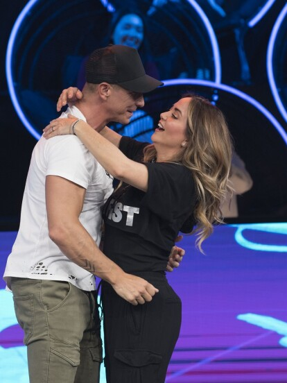 Andrea Legarreta y Erik Rubín fueron los invitados especiales a Minuto Para Ganar VIP, donde regalaron momentos románticos y dejaron ver la gran química que existe entre ellos.
