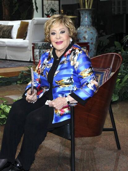 Al ser una de las actrices más importantes del mundo del espectáculo, Silvia Pinal de vez en cuando ofrece entrevistas en el interior de su hogar, por lo que en varias ocasiones ha dejado al descubierto algunos rincones, los cuales van desde el retrato que le pintó Diego Rivera en 1956 hasta la enorme alberca techada que está junto al comedor. ¡Conoce la lujosa mansión de la última diva del cine mexicano!