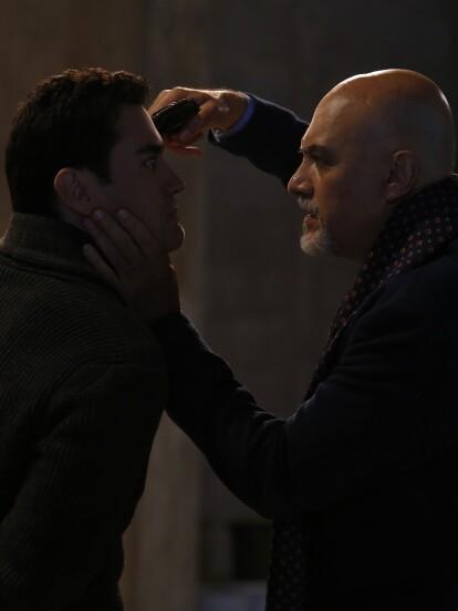 """En """"Vencer el Desamor"""", 'Lino' (Marco Treviño) secuestra a 'Álvaro' tras descubrir su verdadera identidad. 'Álvaro' le exige dejar en paz a su familia."""