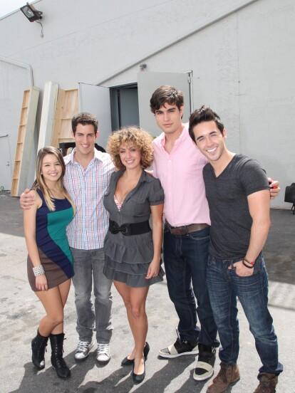 La carrera del actor ecuatoriano comenzó en 2011 con la telenovela 'Relaciones peligrosas', transmitida en la cadena Telemundo. En esta novela interpretó a Leonardo Máximo, el único hijo de una pareja que lo consentía y proveía de todos los lujos.