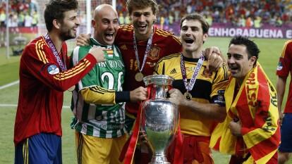 Iker Casillas, legendario con 'La Furia Roja' en la Euro   Estos son los datos que convirtieron en leyenda al retirado arquero español.