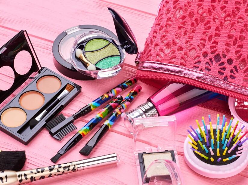 8289e6ce3 Kit de maquillaje básico que toda mujer debe tener en su bolsa ...