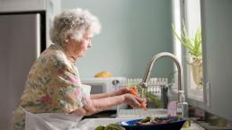 5 tips para cuidar a nuestros adultos mayores en casa