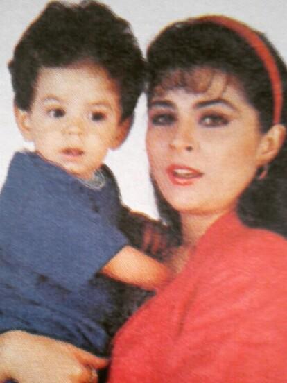 Nieto de Doña Silvia Derbez e hijo de Eugenio Derbez y Victoria Ruffo, el gen artístico indudablemente corre por las venas de José Eduardo, quien hoy celebra su cumpleaños 28.