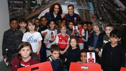 La plantilla Gunner llevó regalos, alegrías y mucha diversión a un grupo de personas del norte de Londres.