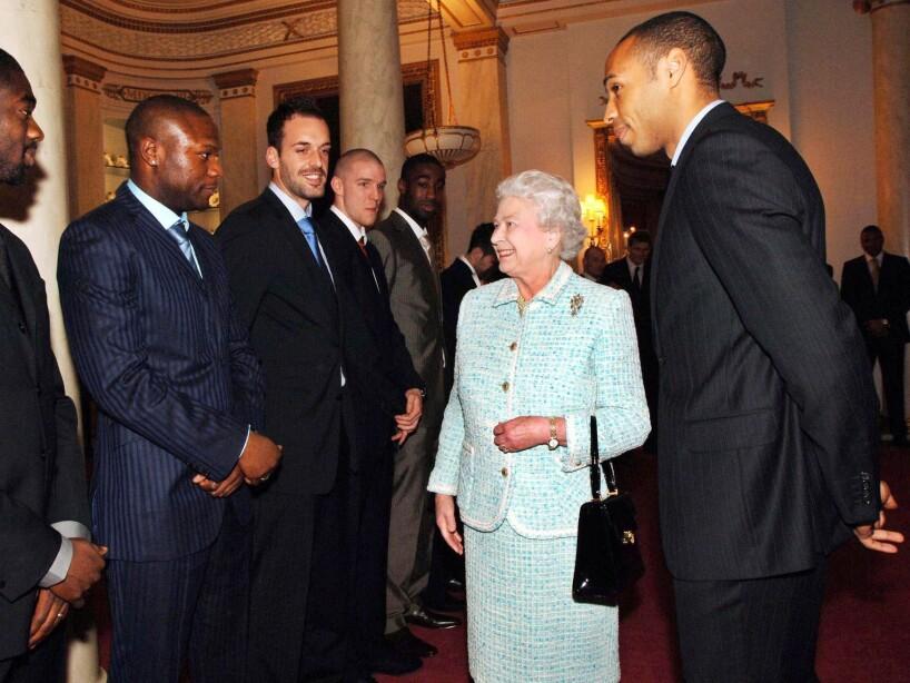 Queen Elizabeth II, Kolo Toure, William Gallas, Manuel Almunia, Philippe Senderos, Thierry Henry,