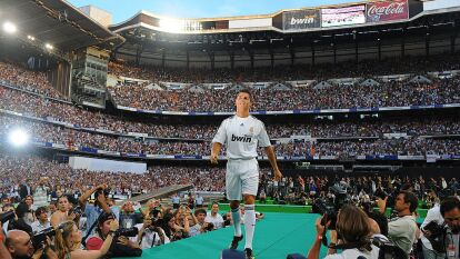 Hace 11 años, Cristiano Ronaldo era presentado como el refuerzo estrella del Real Madrid, El Santiago Bernabéu albergó a más de 80 mil personas que fueron a ver la presentación del portugués.