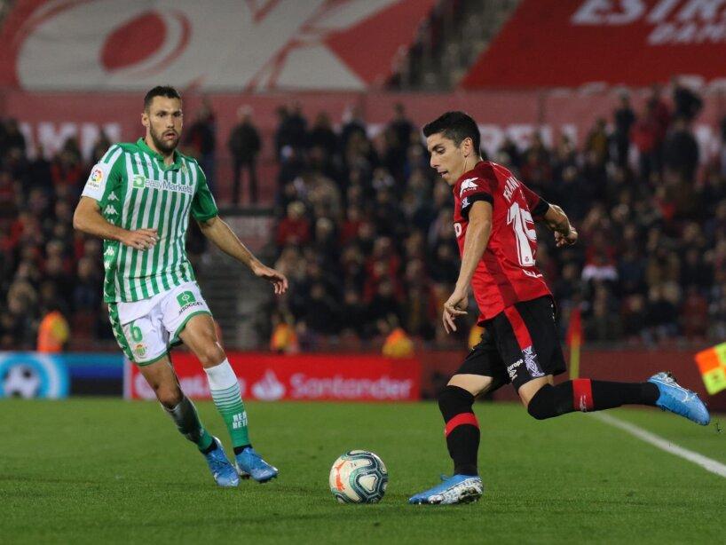 Guardado jugó todo el encuentro y Lainez entró a los 83'. Sánchez (7') y Fekir (33') anotaron para Betis. Junior (55') marcó el descuento.