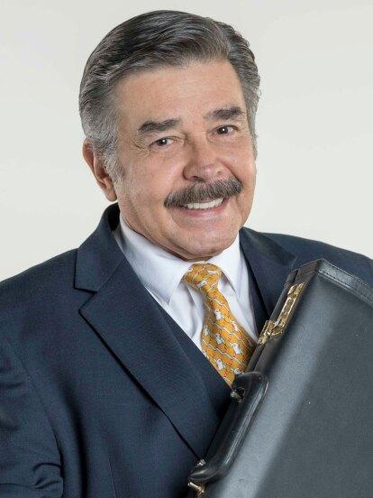 Jorge Ortiz de Pinedo es Plácido López, el jefe de la familia. Siempre está preocupado y de malas. Su deseo más grande es vivir solo con su esposa Renata.