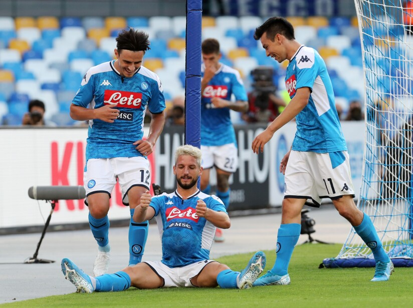 Con dos goles de Martens, Napoli gana y suma tres puntos más en la liga.