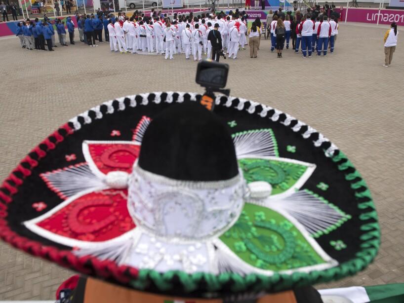 Izamiento de bandera de México en Lima 2019