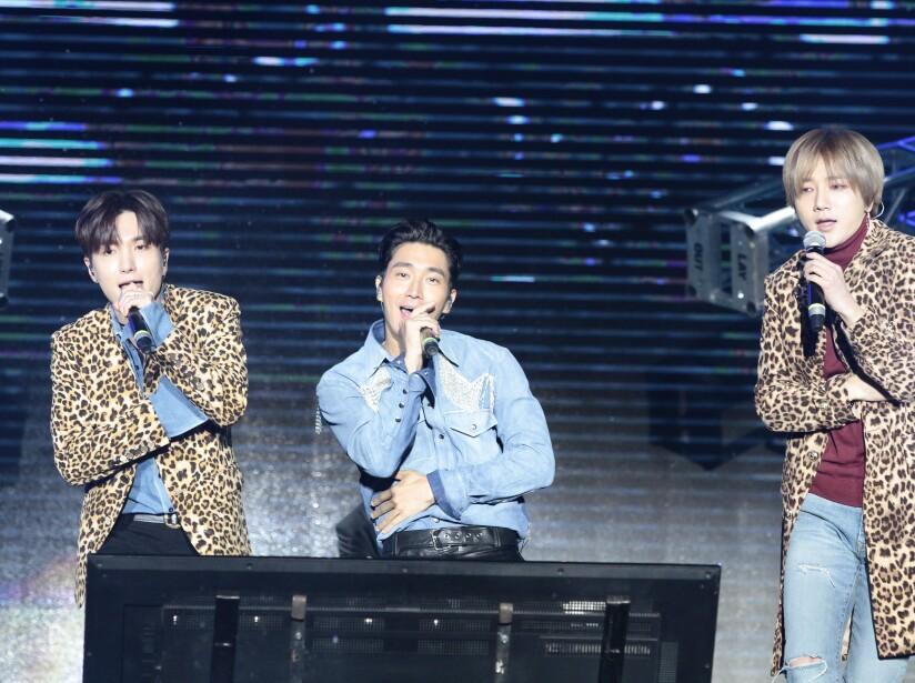 Super Junior enloquece al Estadio Azteca en el concierto #Telehit25Años