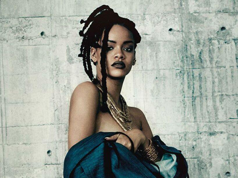 2. Rihanna: Se reveló que pagó a un investigador de Ovnis para que la mantuviera informada sobre Aliens.