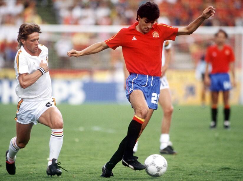 1986 World Cup Quarter Final, Puebla, Mexico, 22nd June, 1986, Belgium 1 v Spain 1, (Belgium win 5-4 on penalties), Spain's Michel is challenged for the ball by Belgium's Frank Vercauteren