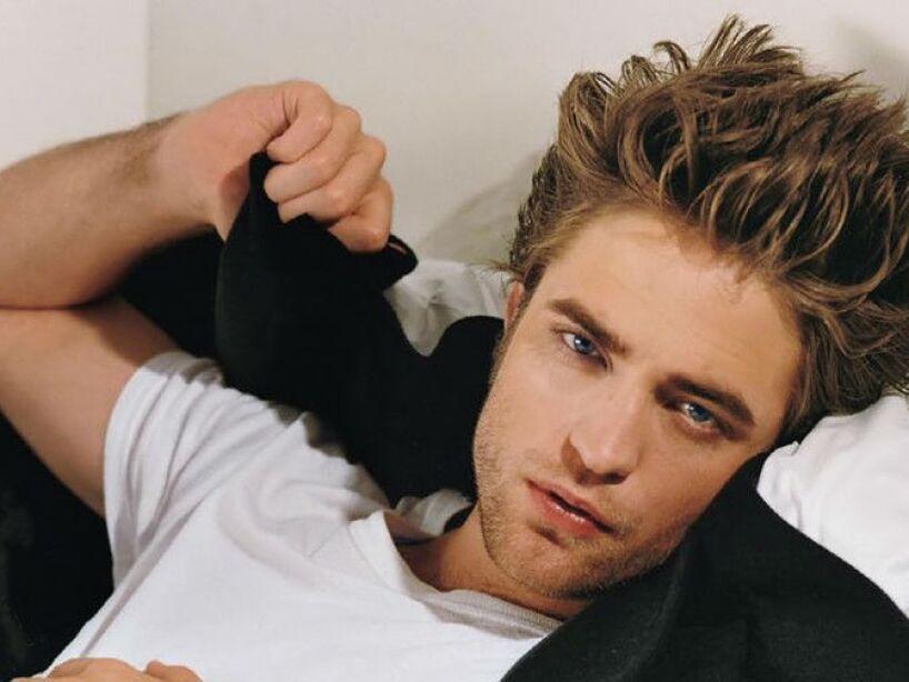 8. Robert Pattinson: Según sus compañeros de Twilight, el actor simplemente apesta porque nunca se ducha.